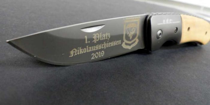 Knife Engraving Engraved Knife Knives | Trophy Center | Sandra & J.R. Kulbick | Kaiserslautern | Est. 1952 | Trophy Shop |  Ramstein Air Base Engraving Frame Shop Coins Stamps Embroidery Guidons Awards Plaques Engraved Graveur Gravur Graviert | Only in Kaiserslautern-Einsiedlerhof underneath Hacienda Mexican Restaurant | Industriegravur Industriegravuren Rüstungsindustrie Messergravur Stempel Gravuren Pokale Medaillen Rahmungen Wiesbaden | Baumholder | Spangdahlem | Stuttgart | Grafenwoehr | Sembach | Landstuhl | Vilseck | Brunssum | Shape | USAREUR | USAFE |  Nato | Otan | Bundeswehr | E-Mail: info@trophy-center.de