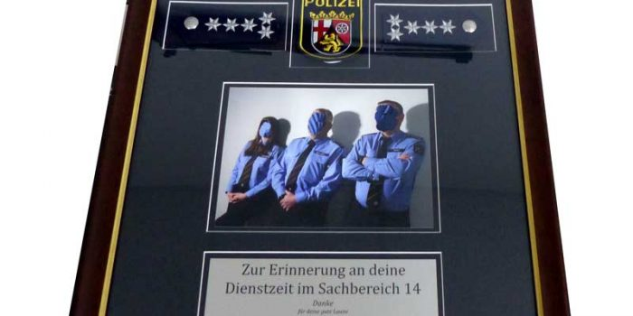 Retirement Frame Abschiedsgeschenk Polizei RLP | Trophy Center | Sandra & J.R. Kulbick | Only in Kaiserslautern | Est. 1952 | Trophy Shop | 2 MILES FROM RAMSTEIN AIR BASE | Engraving Frame Shop Coins Stamps Embroidery Guidons Awards Plaques Engraved Signs Messergravur Graveur Gravur Graviert | Kaiserslautern-Einsiedlerhof underneath Hacienda Mexican Restaurant | Messergravur Stempel Gravuren Pokale Trophäen Medaillen Schilder | US Army | US Air Force |  Nato | Bundeswehr | E-Mail: info@trophy-center.de